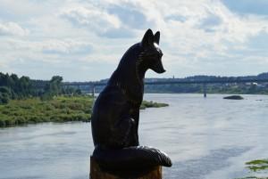 """Скульптура """"Черная лиса"""" теперь будет стоять на берегу реки Сухоны. Появилась она благодаря реализации проекта """"Культурный квартал"""""""