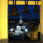 Вид с колокольни на церковь Рождества ночь
