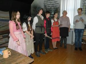Школьники - участники спектакля Разбойник Ляля