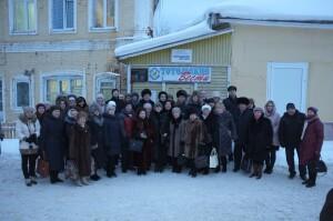 Участники Рубцовских чтений у новой мемориальной доски