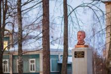 Памятник Вахрушову